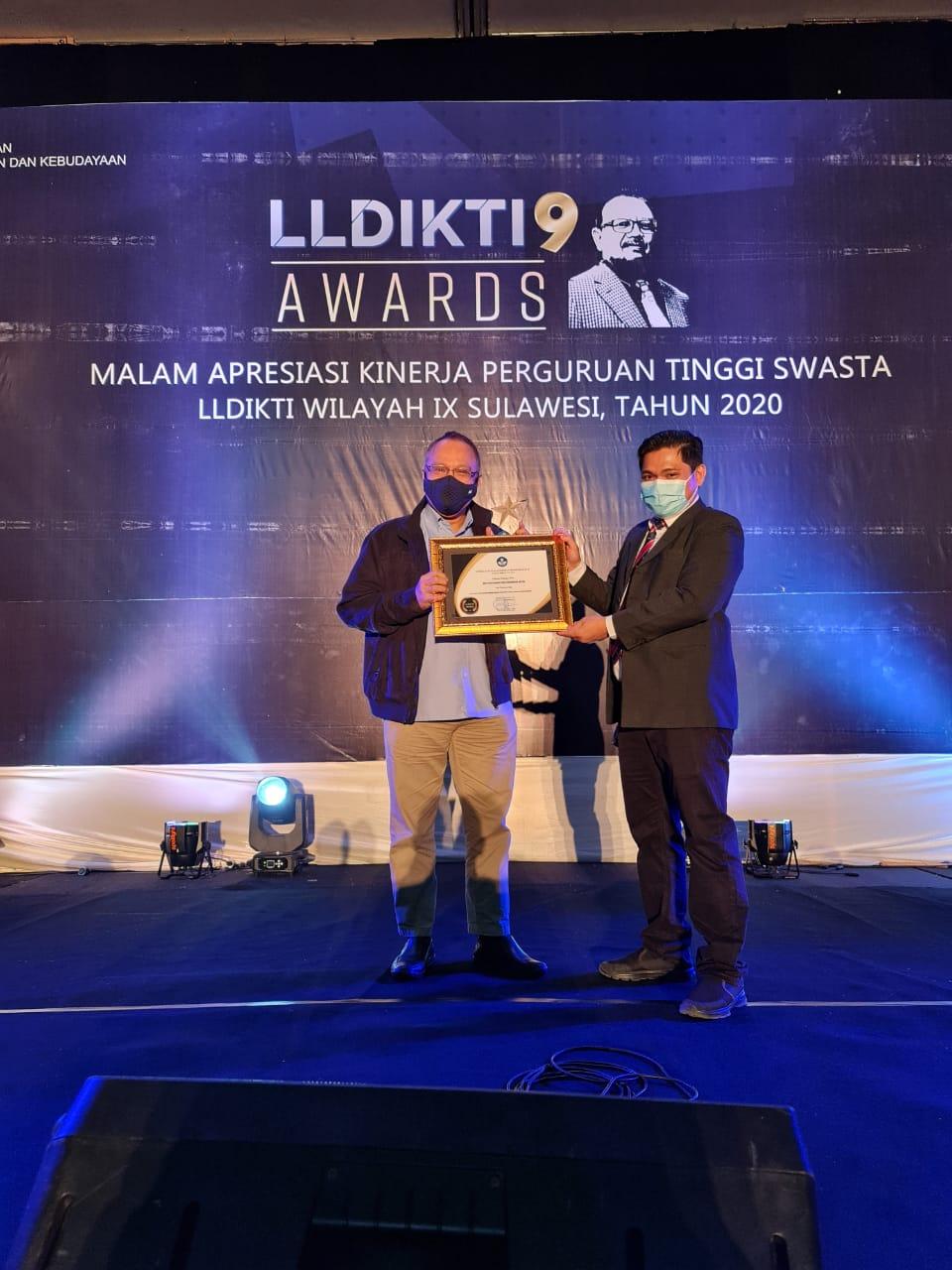 IBK Nitro Raih Penghargaan sebagai PTS dengan Kinerja Pelaporan Terbaik dalam LLDIKTI 9 Award